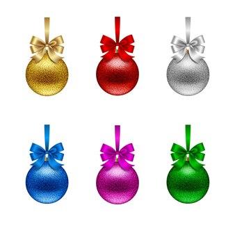 활과 고립 된 반짝이 크리스마스 공 세트