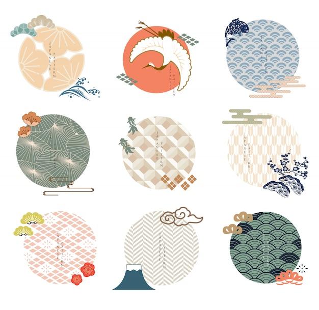 일본 아이콘 및 로고 템플릿 집합입니다. 아시아 전통 스타일의 기하학적 패턴입니다. 파, 매화, 벚꽃 꽃, 잉어 물고기, 구름 및 분재 요소.