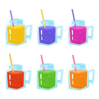 Набор банок со свежим цветным смузи и соломкой, изолированных на белом, стеклянная кружка с соком, смузи или лимонад
