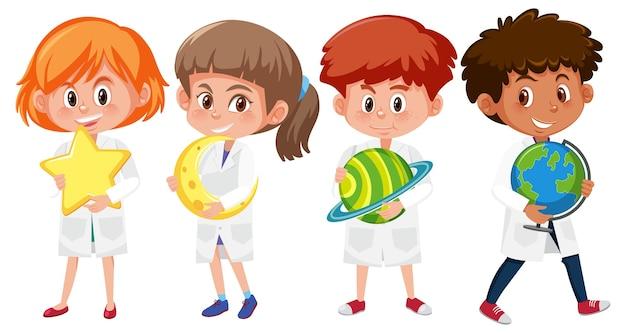 惑星を保持している科学者の衣装で子供たちのセット