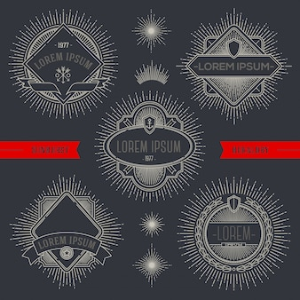 Набор линий геральдических эмблем и наклеек с лучами солнечных лучей