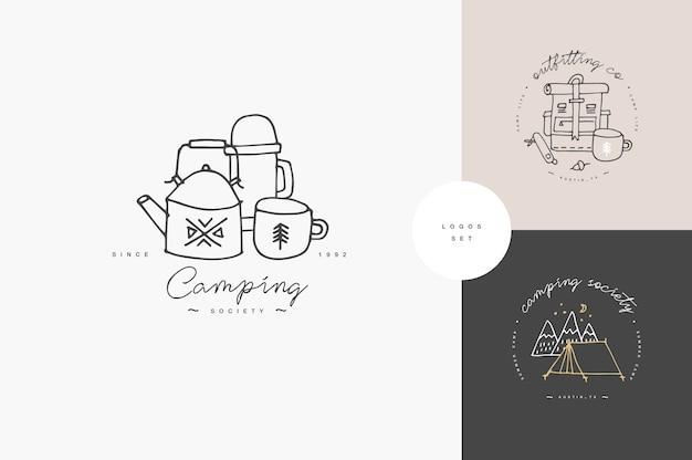 線形のキャンプやハイキングのアイコンやロゴのセット。旅行スタッフと一緒に旅行エンブレムまたはラウンドバッジ。