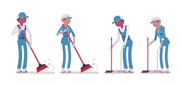 床を掃除する男性と女性の用務員のセット