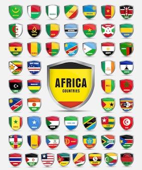 アフリカ大陸の国々の旗が付いている金属板のセット。