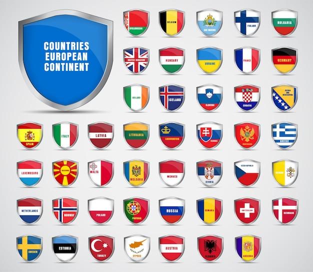 ヨーロッパ大陸の国々の旗が付いている金属板のセット。