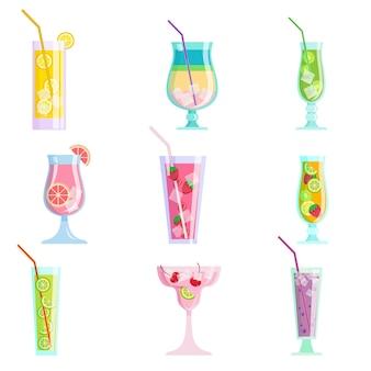 Набор современных красочных вкусных коктейлей сока, летнее время идет