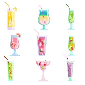 Набор современных красочных вкусных соковых коктейлей, лето