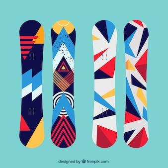 幾何学的なスタイルで近代的なスノーボードのセット Premiumベクター