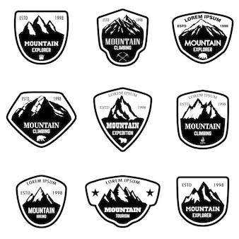山の観光のセット、エンブレムをハイキングします。