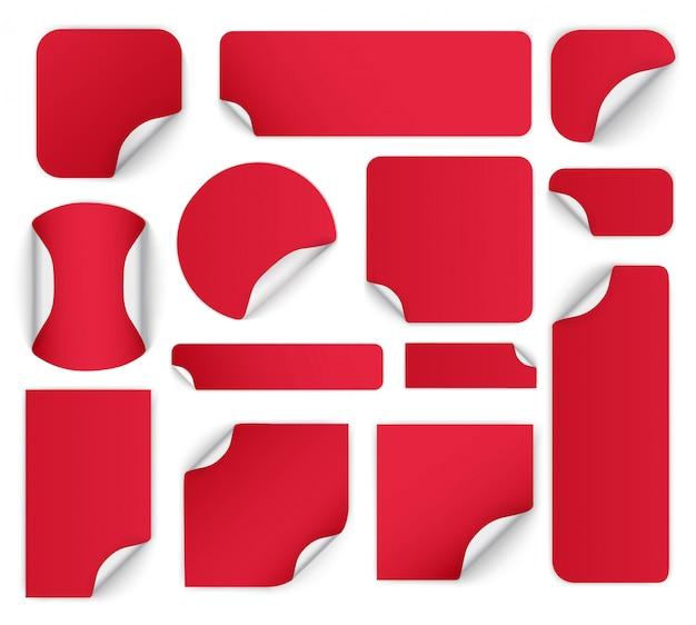 Набор разноцветных бумажный стикер различной формы с загнутыми углами. набор красочных круглых клейких наклеек со сложенными краями. пустые шаблоны ценников.