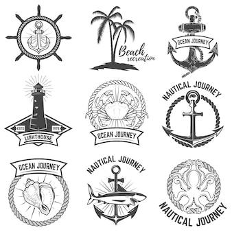 Набор морских эмблем на белом фоне. элементы для логотипа, этикетки, знака. иллюстрации.