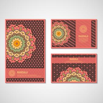 Набор декоративных карт, флаер с красочным цветком мандалы. винтажные декоративные элементы. индийский, азиатский, арабский, исламский, османский мотив.