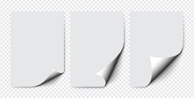 透明な背景にソフトシャドウの丸まった角を持つ紙のセットです。現実的な紙のページ。 a4ページのモックアップ。