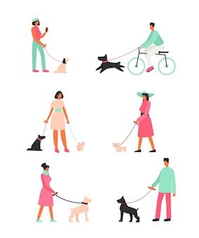 犬を連れて立って外を歩いている人々のセット