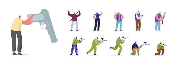 Набор людей с ручным пистолетом. персонажи мужского пола, играющие в пейнтбол, полицейский в форме и охотник с винтовкой, преступник с пистолетом, изолированные на белом фоне. векторные иллюстрации шаржа