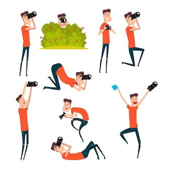 Набор фотографов в разных ситуациях. мультфильм человек фотографировать с помощью профессиональной камеры. молодой веселый парень в футболке и джинсах.