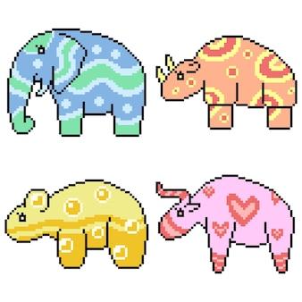 ピクセルアート分離かわいい模様の動物のセット