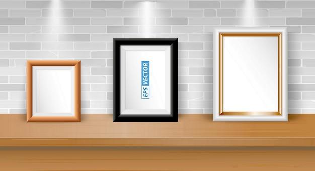 テーブルの上の現実的な空白のフォトフレームまたはダウンライトまたはモックアップフレーム付きの空白の額縁のセット