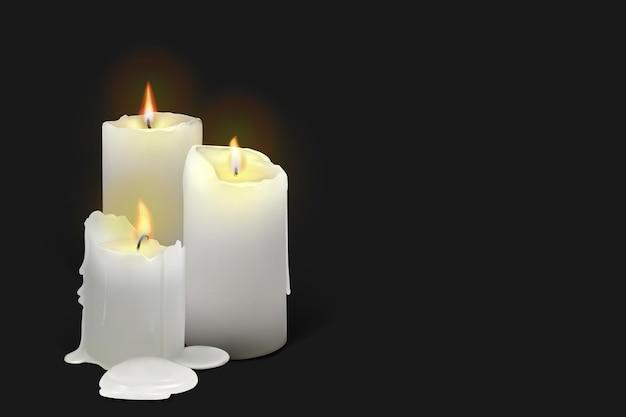 黒の背景にリアルな燃える白いキャンドルのセットです。溶けるワックス、炎、光のハローを備えた3dキャンドル。メッシュグラデーションのベクトル図。 eps10。