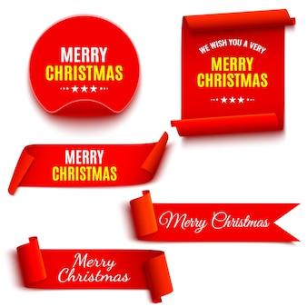 赤いクリスマスバナーのセットです。リボンと丸ステッカー。紙の巻物。図。