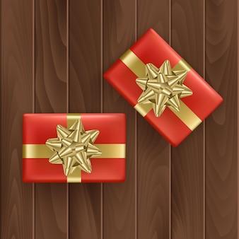 Набор красных подарочных коробок с реалистичной золотой лентой вид сверху.
