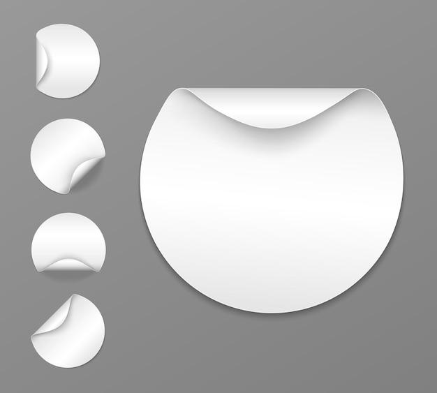 구부러진 가장자리가 있는 둥근 흰색 스티커 레이블 집합 벡터 판지 레이블