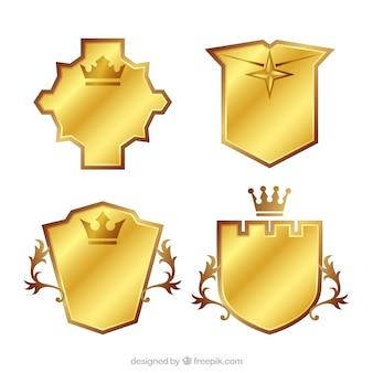 光沢のある金色の盾のセット