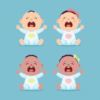 앉아서 우는 작은 백인 아기와 검은 아기, 아기 소년과 여자 아기의 집합