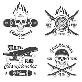 スケートボードのエンブレム、ラベル、デザイン要素のセット。セット1
