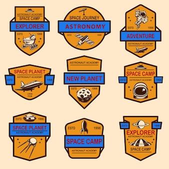 スペースキャンプラベルテンプレートのセット。ロゴ、ラベル、サイン、ポスター、tシャツのデザイン要素。