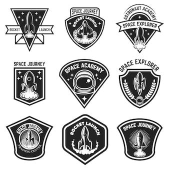 スペースラベルのセット。ロケット打ち上げ、宇宙飛行士アカデミー。ロゴ、ラベル、エンブレム、記号の要素。図