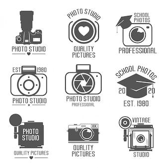 Набор студийных логотипов. школа-студия значок. старинная камера. белый фон. иллюстрации. профессиональная фотография
