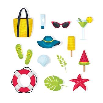 夏のアイテム、アクセサリーのセット。バッグ、ヒトデ、救命浮輪、帽子、葉、サングラス、日焼け止め、アイスクリーム、冷たい飲み物、スリッパ。白い背景で隔離のモダンなベクトルフラットイメージデザイン。夏のものセット。