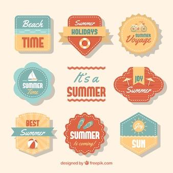 Набор летних этикеток с элементами пляжа в винтажном стиле