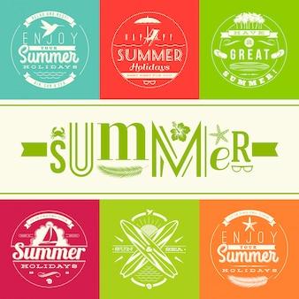 Набор летних каникул и эмблем праздников с надписями и символами путешествия.