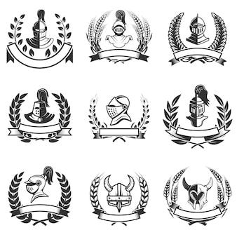 騎士のヘルメットと剣のエンブレムのセット。ロゴ、ラベル、バッジ、記号の要素。図