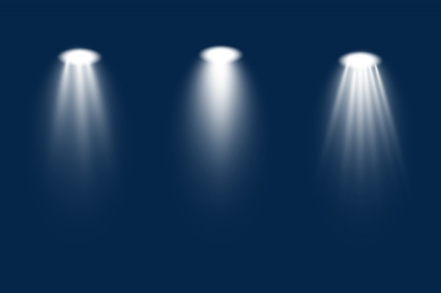 무대, 현장, 연단에 흰색 스포트라이트 세트가 빛납니다. 램프 또는 스포트라이트의 전용 렌즈 플래시 조명 효과