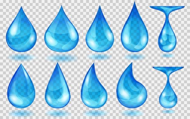 透明な背景に分離された、さまざまな形の青い色の半透明の水滴のセット。ベクトル形式のみの透明度