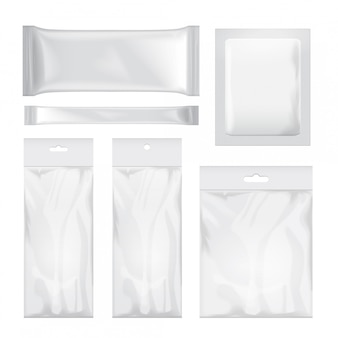 음식, 간식, 커피, 코코아, 과자, 크래커, 칩, 견과류, 설탕 투명하고 흰색 빈 호일 가방 포장의 집합입니다. 플라스틱 팩
