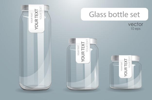 Набор прозрачных стеклянных бутылок.