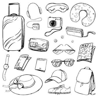 旅行属性、観光アクセサリーのセット。旅行の荷物。スケッチスタイルの休暇、旅行のテーマコレクション。手描きのベクトル図です。白で隔離される黒インクのアウトライン要素。