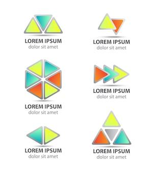 三角形の抽象的な矢印のロゴのセット