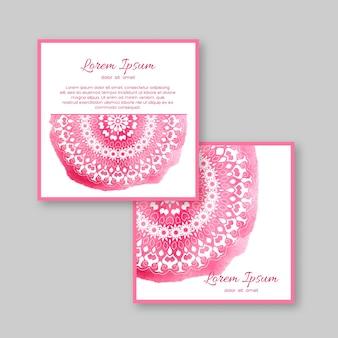 手描きの曼荼羅と水彩画の背景を持つ2枚の正方形のカードのセットです。結婚式、招待状、グリーティングカードのテンプレート。ヴィンテージオリエンタルスタイル。