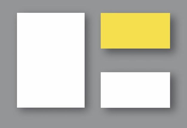 그림자가 있는 두 개의 흰색 현실적인 빈 페이지 세트. 디자인을 위한 템플릿을 조롱합니다.