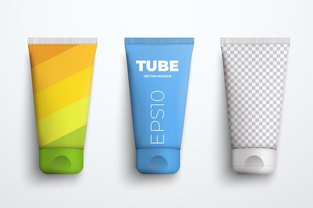 크림이나 액체를 위한 현실적인 플라스틱 튜브의 벡터 모형 세트. 프레젠테이션 포장 디자인을 위한 템플릿입니다. 평면도