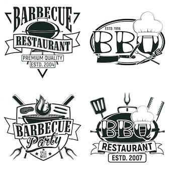 Набор винтажных дизайнов логотипов ресторана барбекю, марок с принтом гранжа, креативных эмблем типографики гриль-бара,