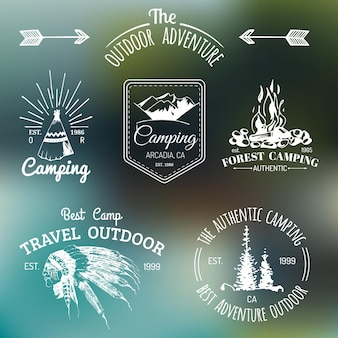ヴィンテージキャンプのロゴのセット。観光のエンブレムやバッジ。インドの要素を持つアウトドアアドベンチャーのレトロな看板コレクション。