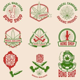 Набор старинных эмблем с медицинской марихуаны.