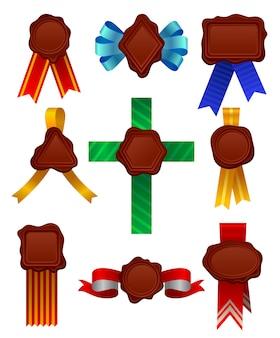 サテンリボンとさまざまな形のワックスシールのセット。ヴィンテージの装飾的な記号。卒業証書またはドキュメントの要素