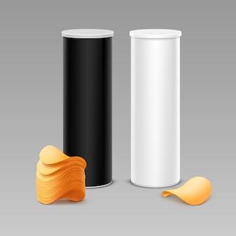 감자 파삭 파삭 한 칩의 스택과 함께 패키지 디자인을위한 흰색 검은 색 주석 상자 컨테이너 튜브 세트 배경에 격리 닫습니다